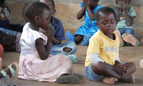 Children in Malawi praying